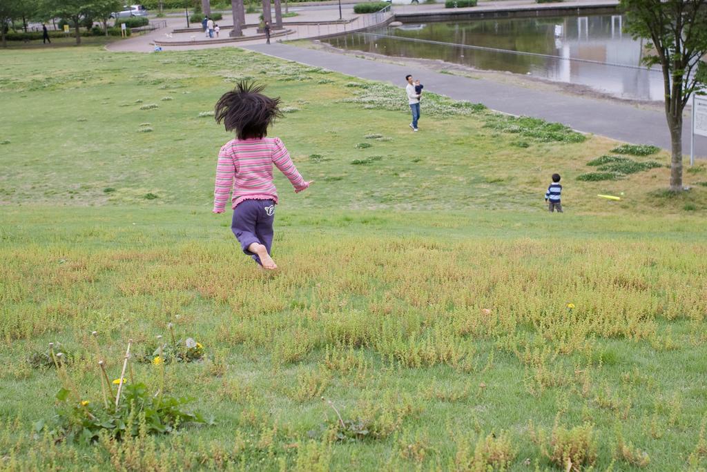barefoot running downhill